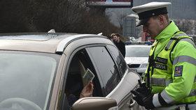 Policie bude o víkendu kontrolovat české silnice a dodržování dopravních předpisů.
