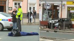 Řidič v Mariánských Lázních najel do chodců na přechodu. Jednoho z nich zabil.