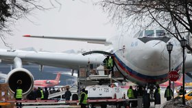 Desítky ruských diplomatů musely opustit USA, následovaly je i rodiny.