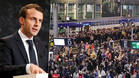 Železničáři v reakci na Macronovy reformy zahájili vlnu stávek.