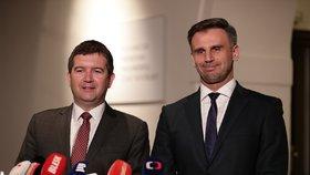 Jiří Zimola (vpravo) je kritický k ANO i části vedení ČSSD. Na snímku s předsedou strany Janem Hamáčkem