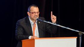 Kandidát na místopředsedu ČSSD Jaroslav Foldyna hovoří na sjezdu strany 7. dubna 2018 v kulturním domě Střelnice v Hradci Králové