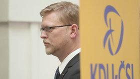 Šéf KDU-ČSL Pavel Bělobrádek při tiskovce ve Sněmovně