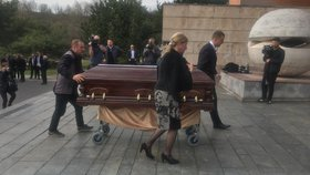 V Košicích se 10. 4. konal pohřeb expředsedy slovenského parlamentu Pavola Paška. Rozloučit se přišla slovenská elita.