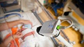 Předčasně narozeným dětem pomáhají inkubátory (ilustrační foto)