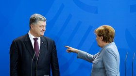 Merkelová prohlásila, že dokončení plynovodu není možné, dokud nebude jasná další pozice Ukrajiny po setkání s ukrajinským prezidentem Petrem Porošenkem