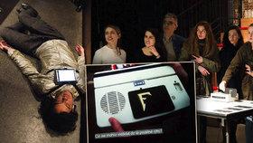 V Paříži proběhl první festival českého divadla Na skok do Prahy, v rámci kterého vznikla experimentální performance Malá úvaha o manipulaci