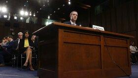 Šéf sociální sítě Facebook Mark Zuckerberg řešil v americkém Senátu zneužití dat uživatelů