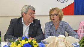Kateřina Konečná se šéfem KSČM Vojtěchem Filipem - pokud by Ústřední výbor chtěl Filipa odvolat, kvůli výsledkům voleb, sama prý také rezignuje