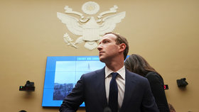 Mark Zuckerberg při slyšení v americkém Kongresu