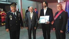 Exministr vnitra Robert Kaliňák obdržel ocenění od falešného řádu Maltézských rytířů.