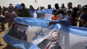 Palestinci u pásma Gazy se bouří. Izraelská armáda na ně používá ostré náboje