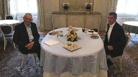 Prezident Miloš Zeman a premiér v demisi se v neděli 15. 4. sešli opět v Lánech, aby spolu probrali změnu vyjednávací taktiky hnutí ANO při sestavování nové vlády