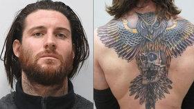 Hledaný vrah v Česku: Když jsem ho tetoval, brečel jak mimino, tvrdí umělec