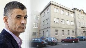 Dozorci z pankrácké věznice umožnili Fajádovi telefonovat téměř neomezeně.