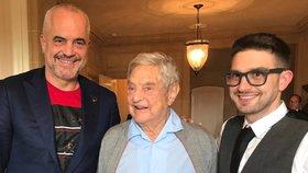 Alexander Soros se svým otcem Georgem a albánským premiérem