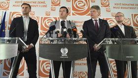 Předsednictvo ČSSD rozhodlo 20. dubna 2018 v Lidovém domě v Praze o opětovnému otevření koaličních rozhovorů s hnutím ANO Andreje Babiše. Zleva místopředseda sociální demokracie Jiří Zimola, předseda Jan Hamáček, místopředseda Roman Onderka a místopředseda Martin Netolický.