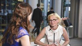 Europoslankyně Kateřina Konečná (KSČM) v rozhovoru ve Štrasburku s redaktorkou Blesk Zpráv