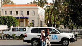 Tým vyšetřovatelů dorazil do syrské Dúmy. Dva týdny poté, co byl hlášen chemický útok