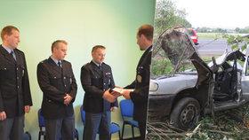 Havarované auto, z něhož policisté, kteří jeli do služby, zachránili 23. července 2017 řidiče.