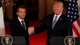 Americký prezident Donald Trump (vpravo) a jeho francouzský protějšek Emmanuel Macron v Bílém domě