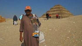 Obchodníci v Egyptě umí být u památek hodně dotěrní (ilustrační foto).