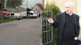 Policejní razie v Rychtářově tajné garáži: Josefovi jekot nepomohl, nález ho prý usvědčí!