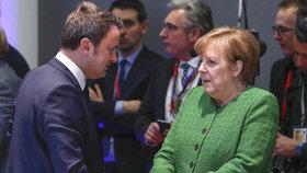 Lucemburský premiér Xavier Bettel s německou kancléřkou Merkelovou