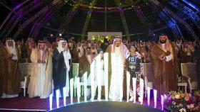 Král Salmán a korunní princ Mohamed bin Salmán na zahájení výstavby zábavního centra.