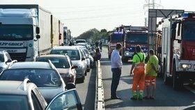 Tvorba uličky pro záchranáře by měla být standardem, ale není. A to ani v Německu. (Ilustrační foto)