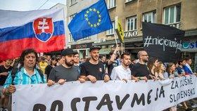 V předvečer plánované svatby zavražděného novináře Jána Kuciaka a jeho snoubenky Martiny Kušnírové se na Slovensku konají další protesty proti vládě a situaci v RTVS (4.5.2018)