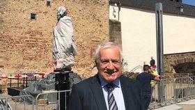 Exprezident Václav Klaus u pomníku Marxe ve městě Trevír.