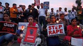 Indové požadují spravedlnost pro oběti znásilnění.
