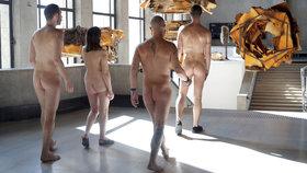 Do pařížské galerie vyrazili nudisté. V rouše Evině obdivovalo umění 160 lidí