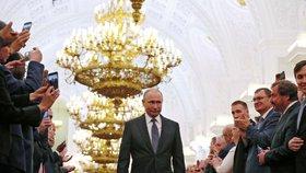 """Vladimir Putin během své čtvrté prezidentské inaugurace. """"Učiním vše, abych posílil moc, prosperitu a slávu Ruska,"""" prohlásil (7.5.2018)."""