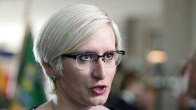Karla Šlechtová se na zakázku hodlá ptát ministra obrany