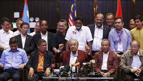 Parlamentní volby v Malajsii vyhrála opozice.