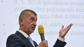 Studenti, stejně jako učitelé dlouhodobě upozorňují na to, že ve výdajích na školství přepočítaných na procenta HDP Česko silně pokulhává za vyspělými zeměmi v OECD