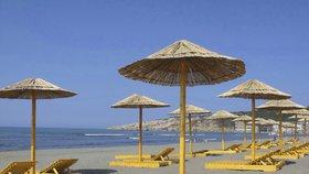 Další výhodou jarní nebo podzimní dovolené bývá to, že počasí v oblíbených dovolenkových destinacích bývá příjemnější