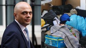 Imigranti se ohradili proti deportaci, britské ministerstvo vnitra jim teď musí vyplatit odškodnění.