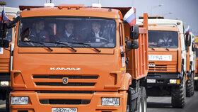 Asi 19 kilometrů dlouhý most, který Krymu poskytuje železniční i silniční spojení přes ostrov Tuzla s Tamaňským poloostrovem v ruském Krasnodarském kraji, otevřel Putin osobně letos v květnu