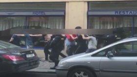 Zásah policie proti nevinným Izraelcům řeší inspekce. Spletli si je s mlátičkami z Nizozemska