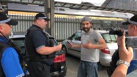 Na pražském hlavním nádraží protestovali taxikáři, nechali se přivézt řidičem Uberu.