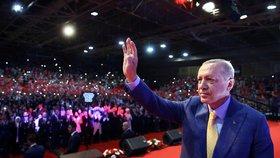 """""""Dnes jsme v Sarajevu a tímto činem Bosna a Hercegovina ukázala, že je demokratickým státem,"""" ocenil turecký prezident možnost setkat se s tureckými voliči žijícími v zahraničí v bosenské metropoli."""