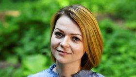 Julia Skripalová se poprvé po otravě ukázala na veřejnosti (23. květen 2018)