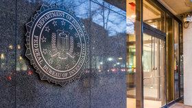 Aby mohla FBI Page sledovat a odposlouchávat, musela si předloni v říjnu vyžádat povolení speciálního amerického soudu FISA.