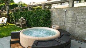 Vodní relax vám však může nahradit vířivka, která zvlášť v horkých dnech příjemně osvěží.