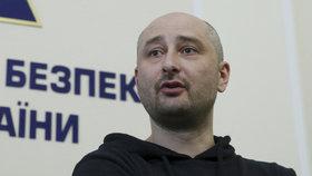 Ruský novinář Babčenko je naživu, jeho vraždu zinscenovali.