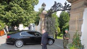 Premiér v demisi Andrej Babiš (ANO) dorazil do Lán za prezidentem Milošem Zemanem