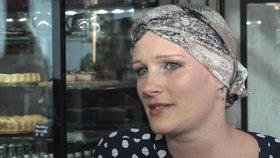 Karolínu připravila alopecie o vlasy i chlupy. S nemocí se srovnala až po letech.
